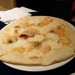 ピアット - 4種のチーズのピッツァ。蜂蜜で。