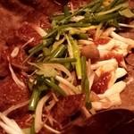 竹の第 - 黒毛和牛のほうば焼き。たっぷりの薬味とほうばの燻香と味噌のちょい焦げが和牛の旨さをさらにひき立てる!