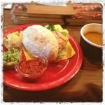 ザンジバル - 鯖サンドランチ!!スープも付け合わせのフムスやキヌアもとっても美味しかった♪