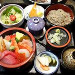 しのづか陣屋 - 陣屋御膳でちらしとソバ。味はもちろん・・・量も多い。