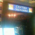 23621719 - くうてん9Fに、シチリア特有の三脚巴のシンボルのある看板が目印です