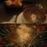 23621766 - 6090円コースの前菜前の「一口アミューズ」とバゲット(上)。拡大図(下)。梅酒のジュレ、クリームチーズ、蟹が違った味覚と食感を醸しだす