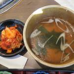 かるび家 - ランチセットのキムチ、スープ