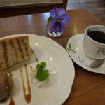 cafe LEON - 小豆のシフォンとコーヒー