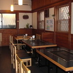 もね - 内観写真:テーブル 3つ カウンター席 15名~18名