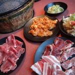 焼肉 太郎 - ランチ 食べ放題 980円(税込1,029円)です。