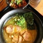 麺屋 なかがわ - 鶏白湯拉麺/鶏叉焼へた丼セット750円