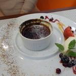 ビストロ ダイア - 甘みが独特な、黒糖と三温糖のクレムブリュレ