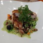 ビストロ ダイア - 三河地鶏もも肉 皮目をパリパリに焼いたソテー 角切り野菜のグリーンソース
