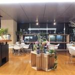 オープンカフェ - オープンな空間のテーブル席