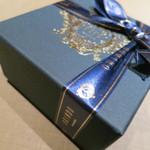 歐林洞 - こんな濃紺の箱に入っています☆