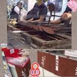 小山せんべい - 内観写真:一枚一枚…丁寧に職人さんの手で焼かれます。