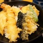 末廣 - 天丼(海老2匹、白身魚、なんきん、しし唐、さつま芋、海苔)