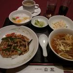 Chuugokuryourihakuhou - 今月のハーフ&ハーフランチ 1050円