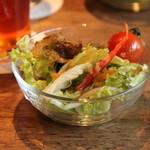 HAGI CAFE  - ランチはサラダとドリンクがついてとってもお得!