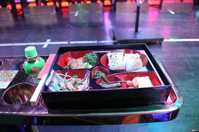 ロボットレストラン , お弁当