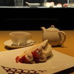カフェコムサ - 私は、あまおうのイチゴショートケーキ。
