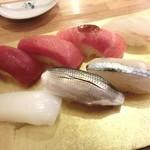 入船寿司 - 14.1月 赤身、中トロ、大トロニンニク醤油、鯛、イカ、コハダ、サヨリ