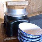 風 - 釜飯はタコ・タイ・ホタテの3種類♪ 卓上で炊きます☆