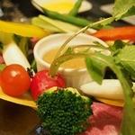 ビストロ アカサカ - 丸和さんのお野菜のクリュ ニンニクとアンチョビソース1800円