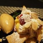 ビストロ アカサカ - くずした苺の見るフィールとキャラメルアイス