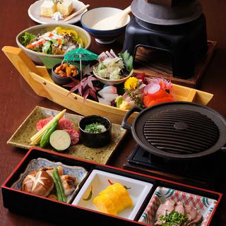 鉄板焼きとお刺身を中心とした飲み放題込みのコース料理