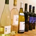 博多あごだしもつ鍋 土の上の花 - ワイン好きな方にも喜んで頂いております。