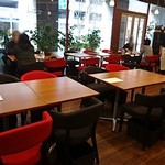ビストロ ルーブッフ - 左はテーブル席