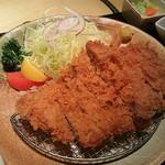 23655746 - 豚肉創作料理やまと南青山店(特選ロースカツ定食)