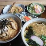 23656333 - ランチの「親子丼と麺のセット(1020円)」!