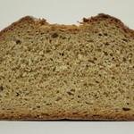 23658407 - 全粒粉100%のパン《プレーン》(断面、2013年12月)