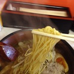 縁ラーメン - 麺は中細ストレート麺