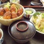 レストランひまわり - かきフライ丼 800円 サラダ・みそ汁付