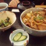 レストランひまわり - 生姜焼豚丼 880円 小鉢・みそ汁付
