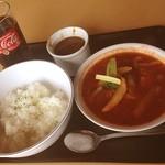 レストランしらかば - 料理写真:手前のはスープハンバーグ。トマトスープ煮込み。  奥のはカレーだよ。  池の平温泉スキー場の中です。