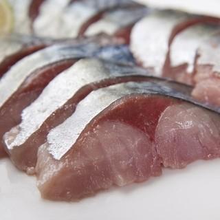 備え付けのスーパー冷凍庫で魚の旨味を逃がさない!