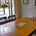 音茶屋 - 窓側テーブル席