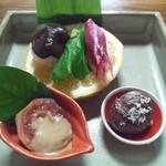 田舎料理おかりば - 野菜寿司には、ワサビの葉が登場!
