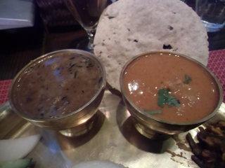 ラクシュミー - ダルスープ、チキンタルカリ、パパド