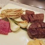 23670859 - +1,500円で各コースフィレ肉へ変更可能。12,600円のフィレ肉の方(奥)がサシ多め