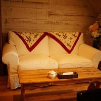 KORO Cafe - 階段下のこのソファ、はまりますwww