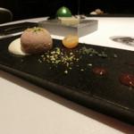 レストラン ラ フィネス - フォアグラのヌガーグラッセとクロワッサンのエスプーマ スプレッソコーヒーのソース