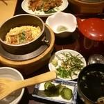 23679064 - 穴子釜飯(並)1239円。お吸い物と漬物、デザート付いています