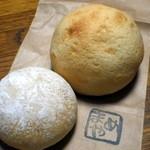 まめや - 左・クリームチーズ(70円)右・スイートブール(100円)