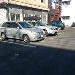 23684030 - 2~5がお店の駐車スペース