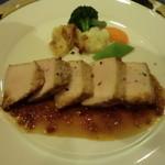 ボンヌマン - 肉料理:乳飲み仔牛肉のソテー