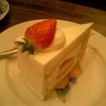 23685993 - 苺のショートケーキ