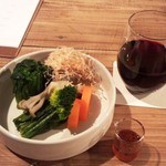 23686630 - 古来種と季節の野菜のお浸し+赤ワイン