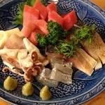 とんかつ 安右衛門 - 刺身盛り合わせ        マグロ、イカ、炙りしめ鯖
