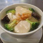 広州名菜 聚英 - 三鮮湯麺(海鮮そば)